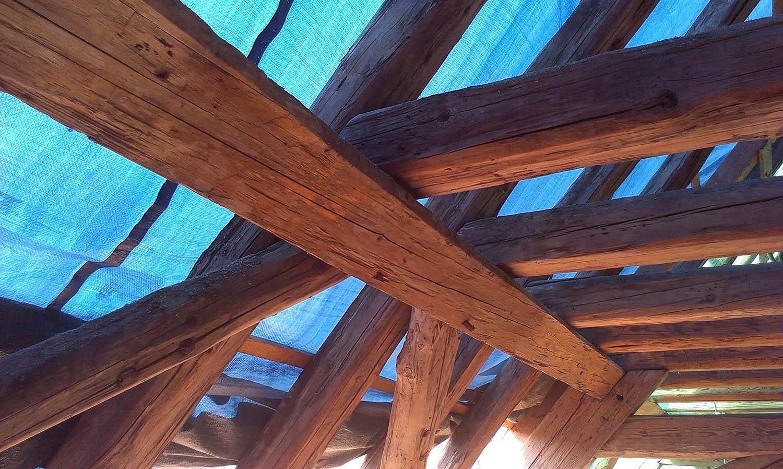 Altbausanierung. historischer Dachstuhl