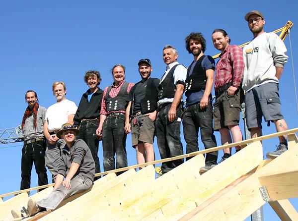 Zimmerei Geiger - Mitarbeiter auf dem Dachstuhl